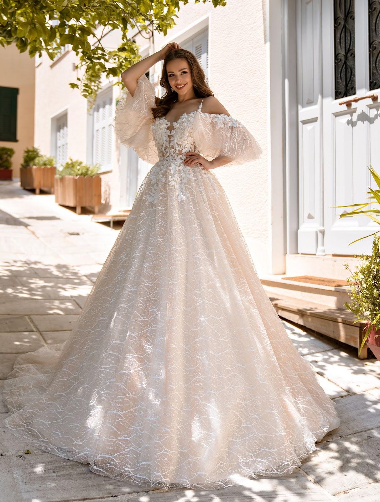 пишна весільна сукня айворі