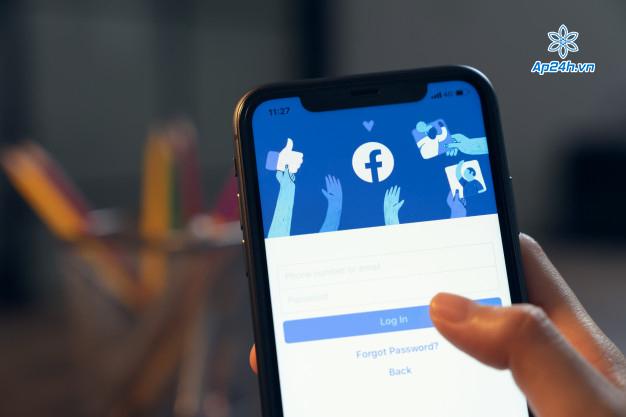 Apple đe dọa xóa Facebook khỏi cửa hàng của mình