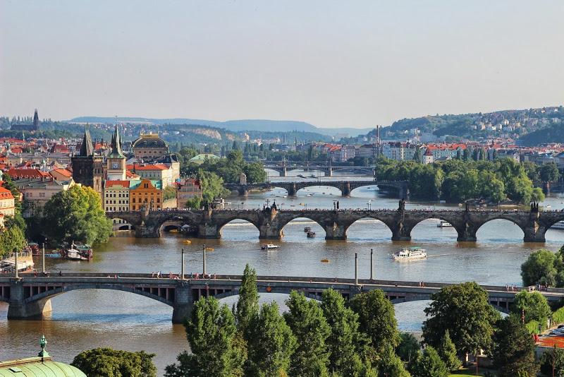 парк Стромовка вид на Прагу
