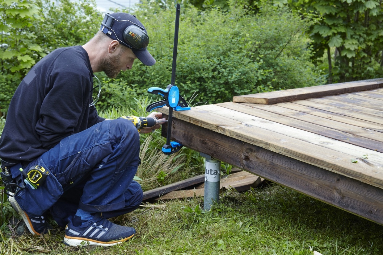bygge terrasse på plen