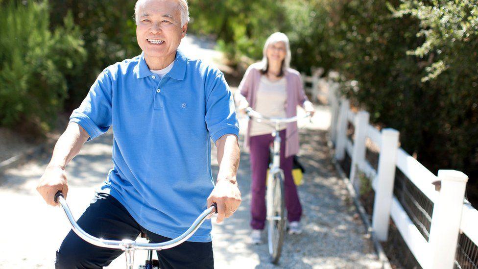 Пожилые люди в японском обществе ведут активную жизнь и придерживаются здоровой диеты