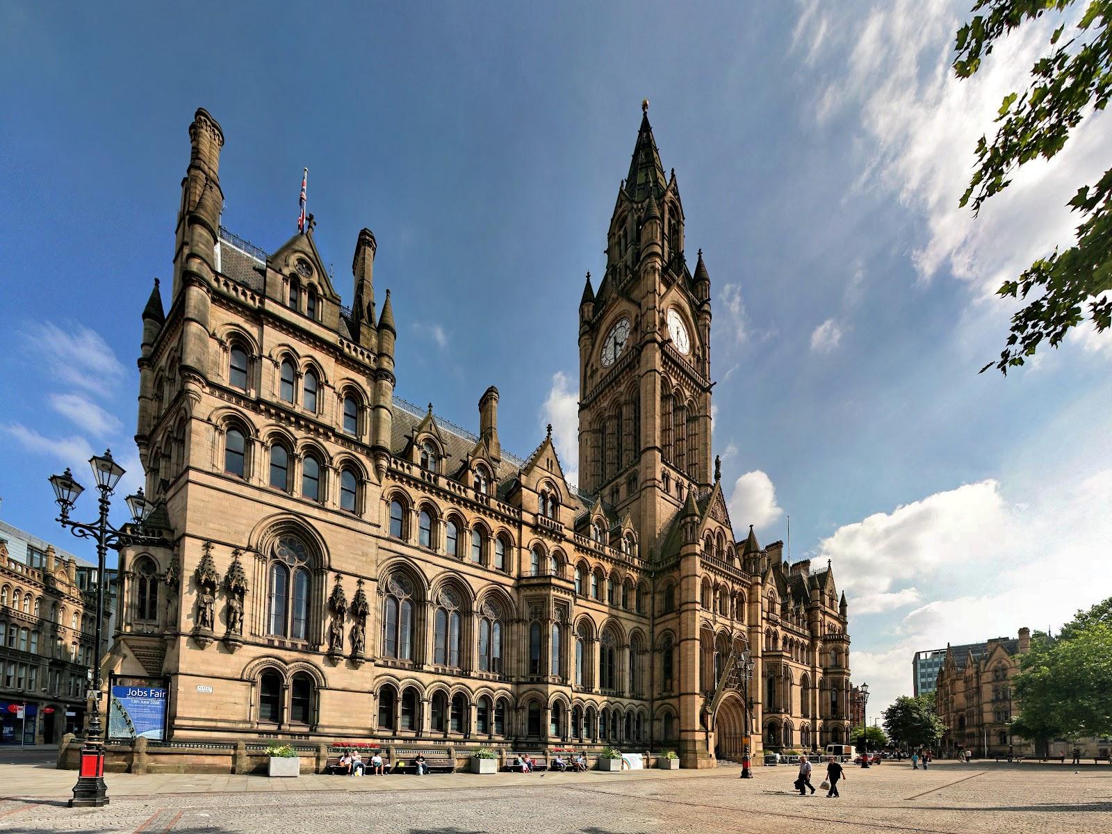 Manchester Town Hall karya Alfred Waterhouse - source: zh.wikipedia.org