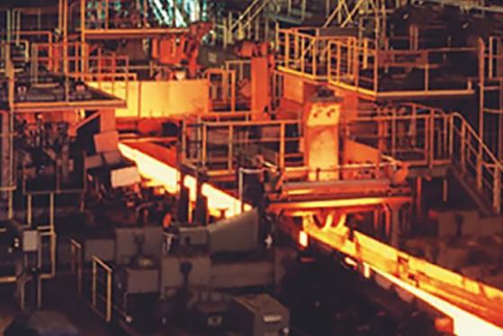 工場, 建物, テーブル, ボート が含まれている画像  自動的に生成された説明