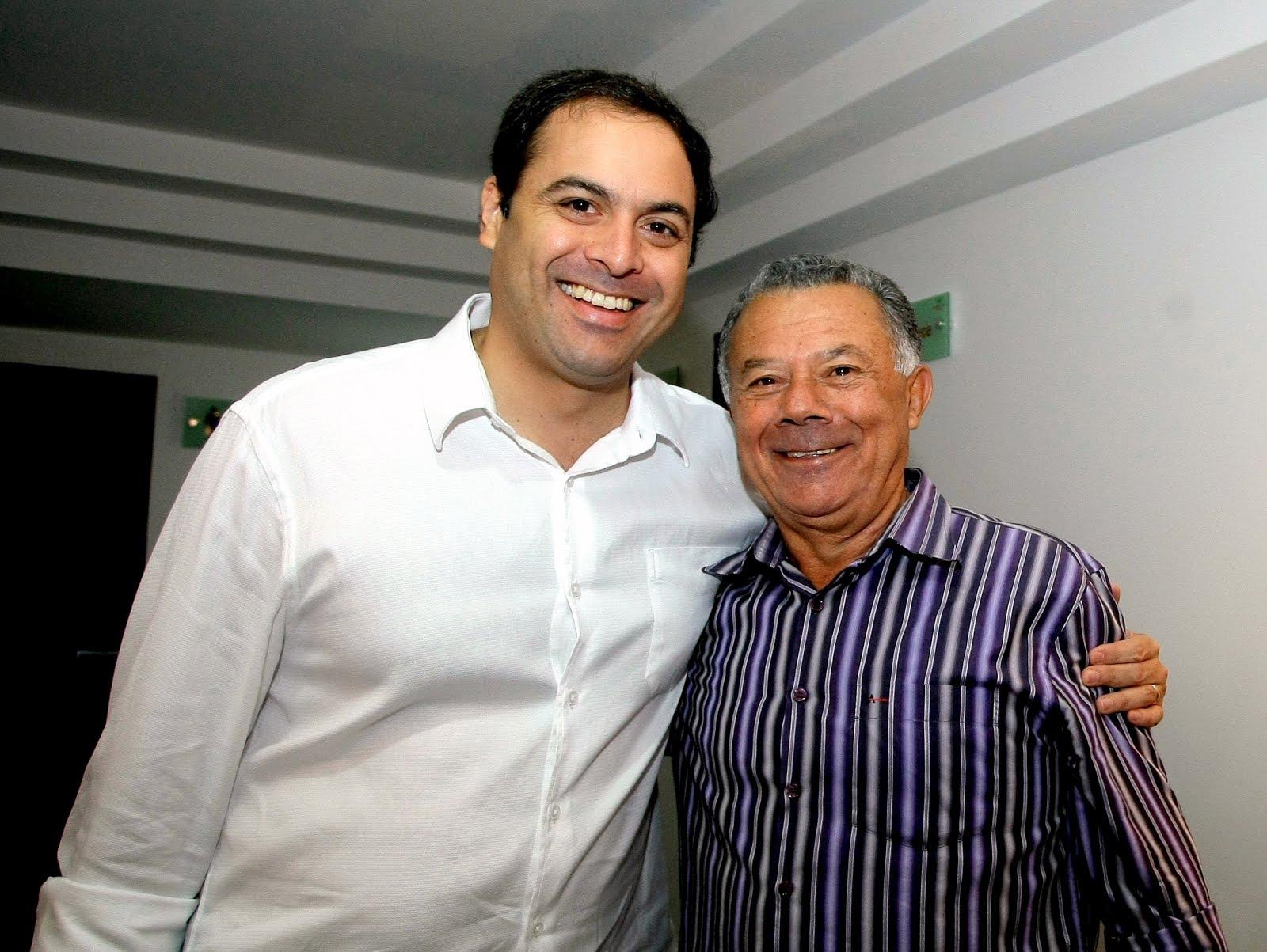 Paulo Câmara e Prefeito de Jucati.JPG