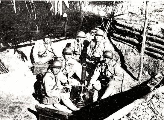 在雾社起义期间,日本士兵残酷地轰炸了赛德克战士。 //图片:王仲立,公共领域
