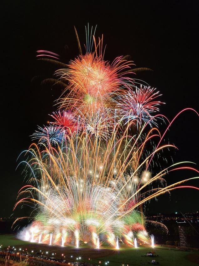 花火との距離感による迫力はもちろん、腹に響くような音圧も都内屈指!