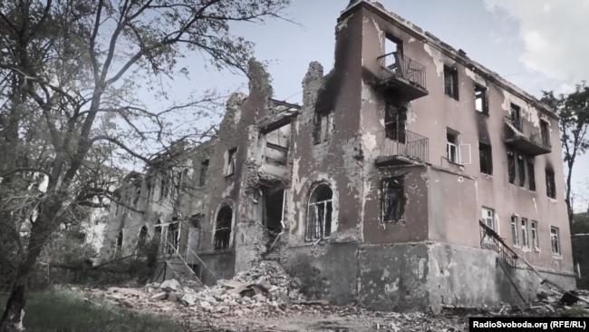 Зруйнована психіатрична лікарня у Семенівці