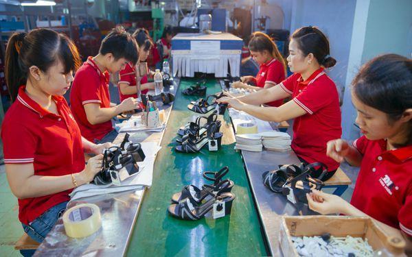 Ưu điểm khi mua hàng sỉ lẻ tại thienhuongshoes