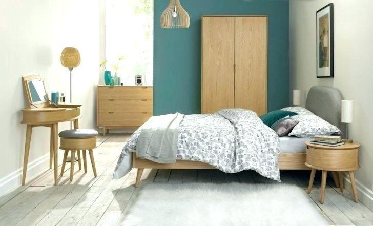 Nội thất đơn giản và vật liệu gỗ giúp phòng ngủ retro trở nên đẹp hơn