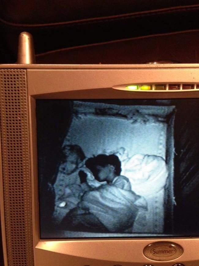 Espeluznantes imágenes de bebés captadas en sus monitores