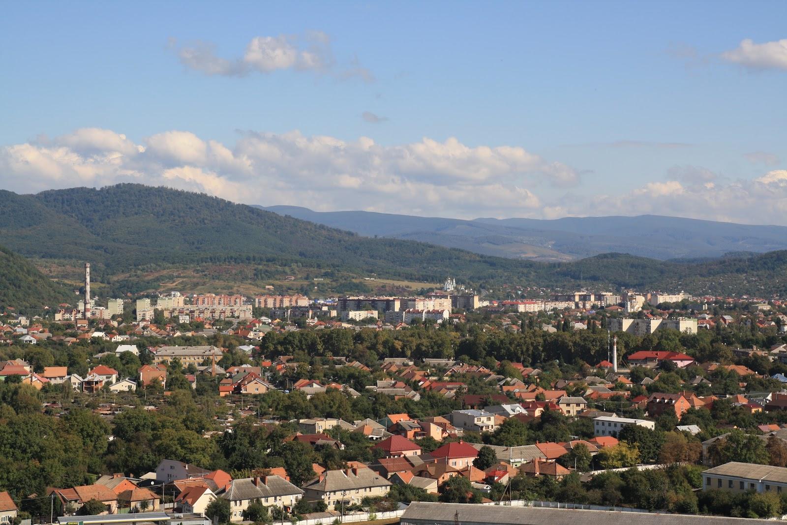 Панорама Мукачева з оглядового майданчику Замку Паланок
