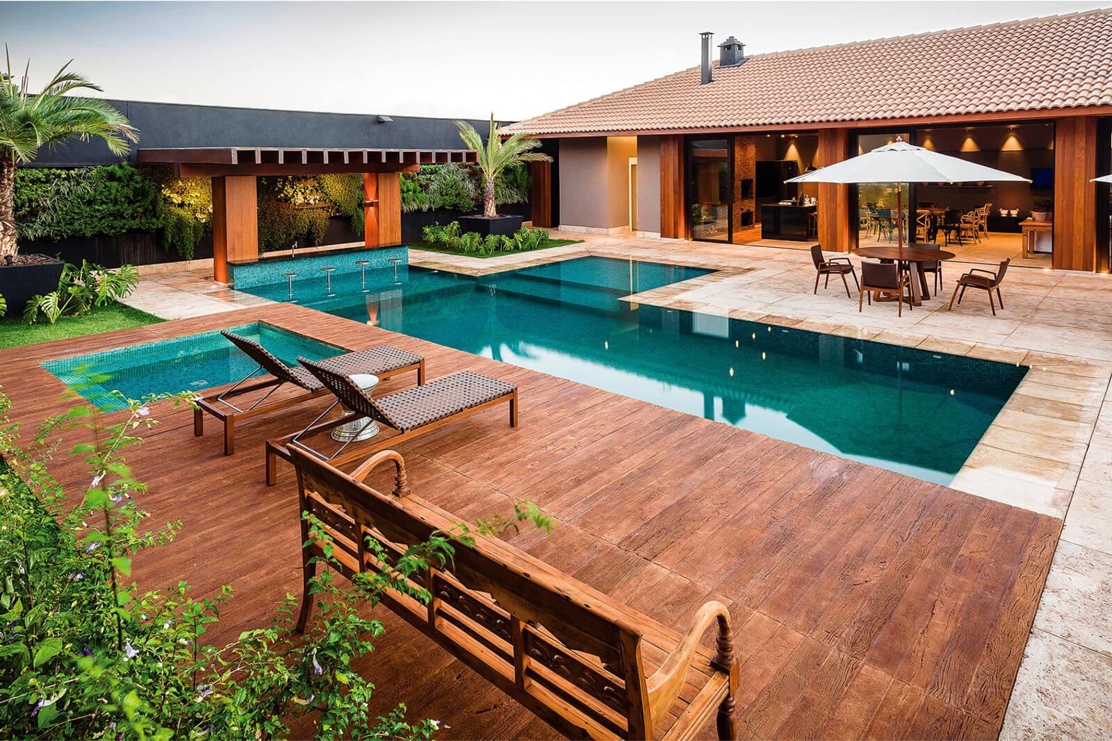 piscina com revestimento para a área externa