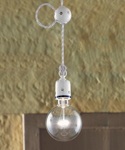 lampade da soffitto classiche in un bagno