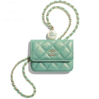 3. กระเป๋าสะพายข้าง : Chanel รุ่น Flap Coin Purse With Chain 02