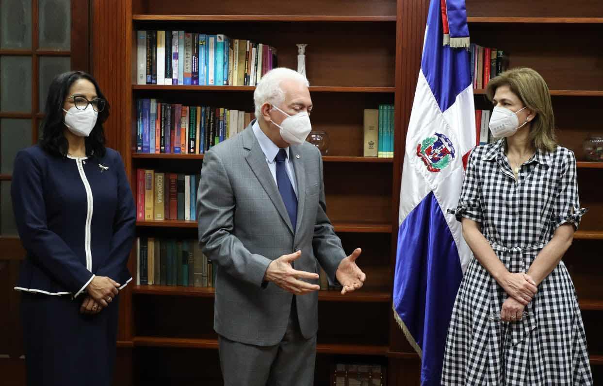 BHD León dona ventiladores al Gabinete de Salud para pacientes con COVID-19