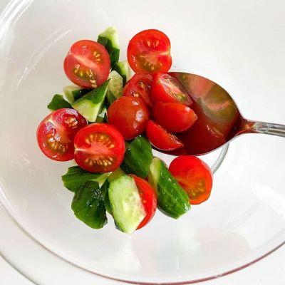 トマトときゅうりのカクテルサラダ VI-DAドレッシングの作り方③