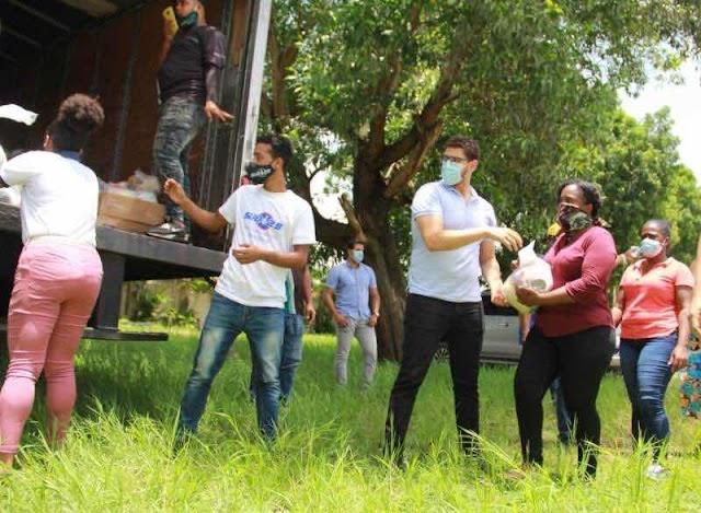 Movimiento Sub 25 y Fundación Raymond Rodríguez acuden en auxilio de afectados por tormenta Isaías en Hato Mayor