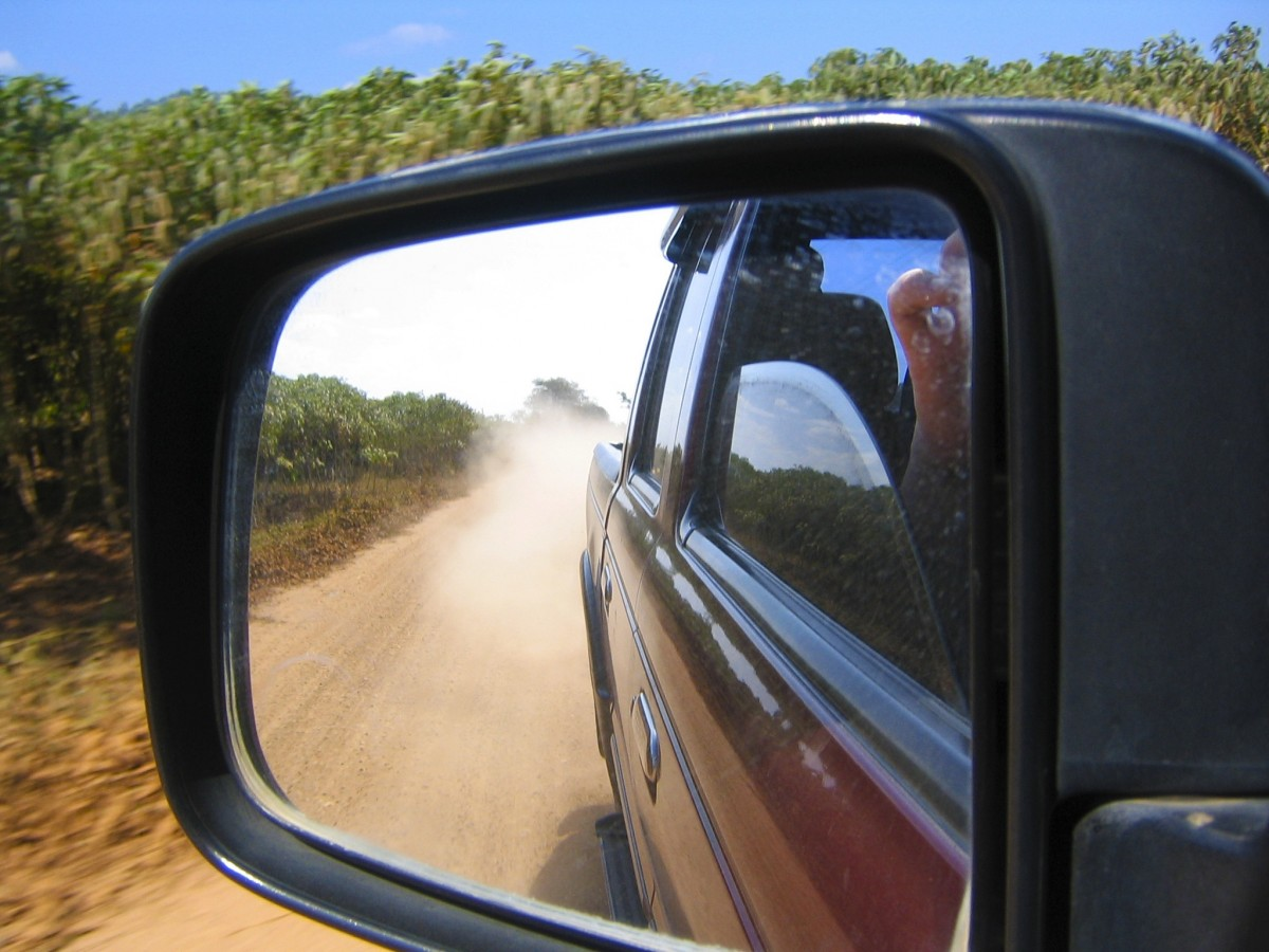 offroad_look_in_side_mirrors_dust-1415155.jpg!d