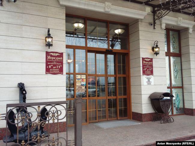 Вход в севастопольский магазин, предположительно принадлежащий Людмиле Янукович