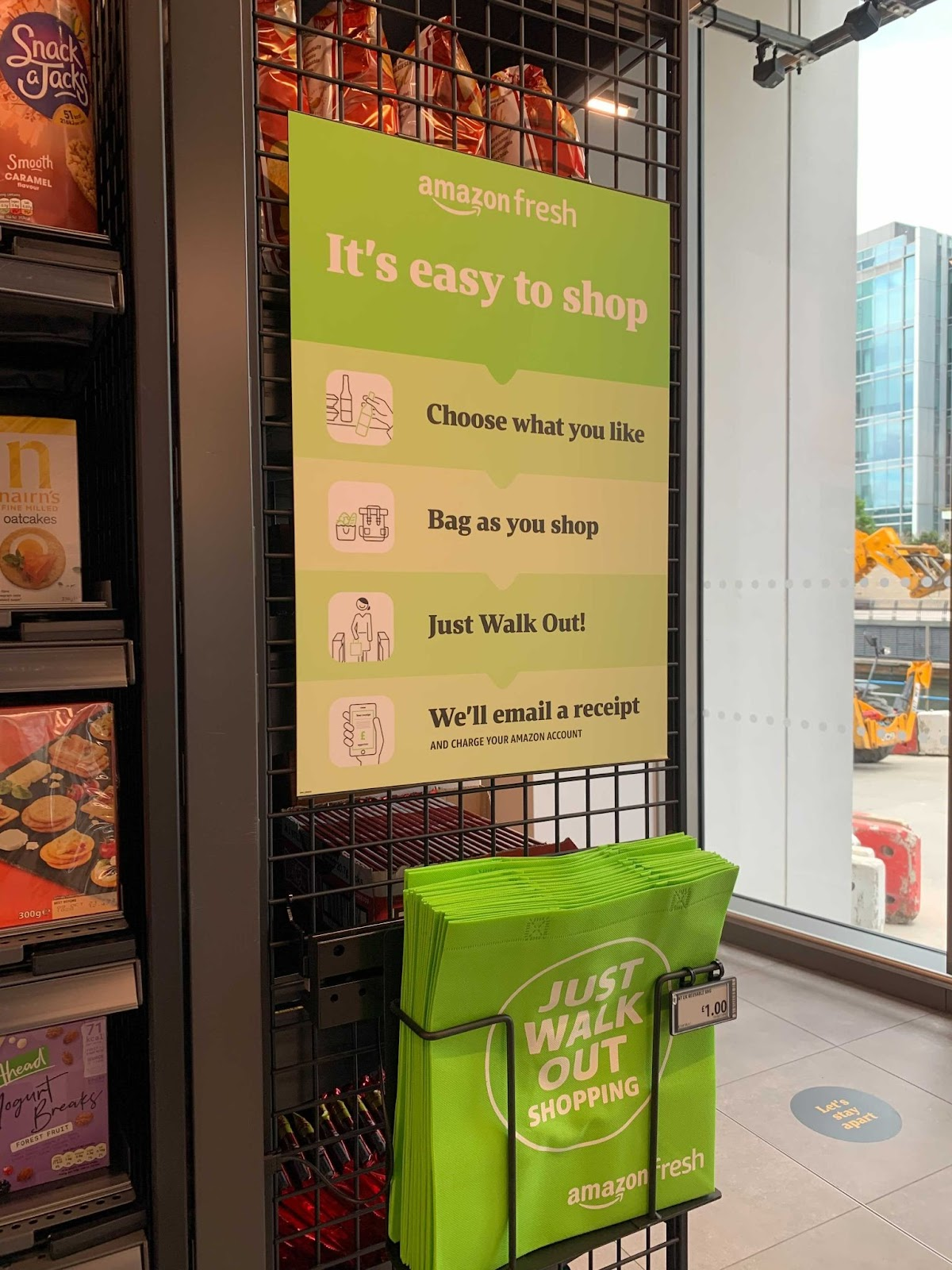 """The """"Just Walk Out"""" shopping explained through a banner in the Amazon Fresh store in London"""
