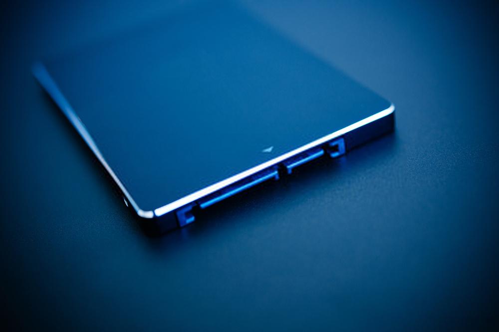 Mengapa Server Yang Menggunakan SSD lebih Reliable Daripada Non-SSD?