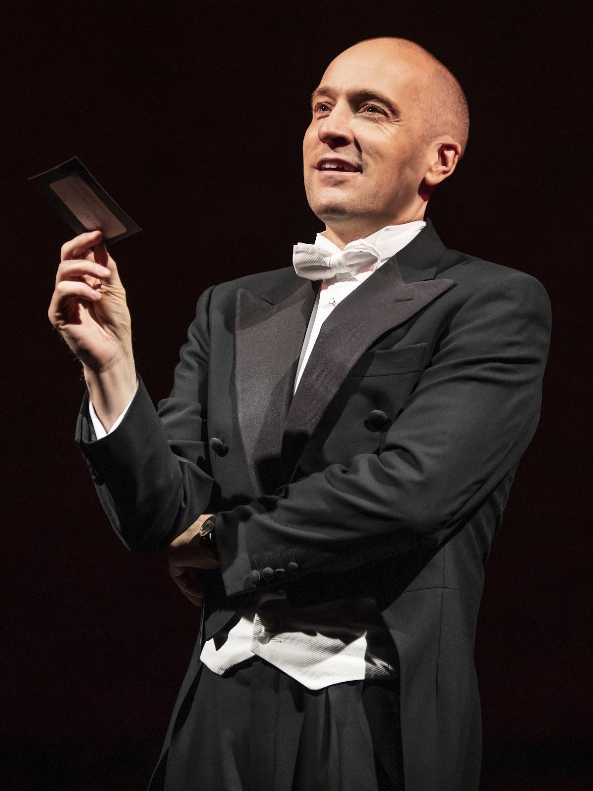 British mentalist Derren Brown demonstrating a card trick.