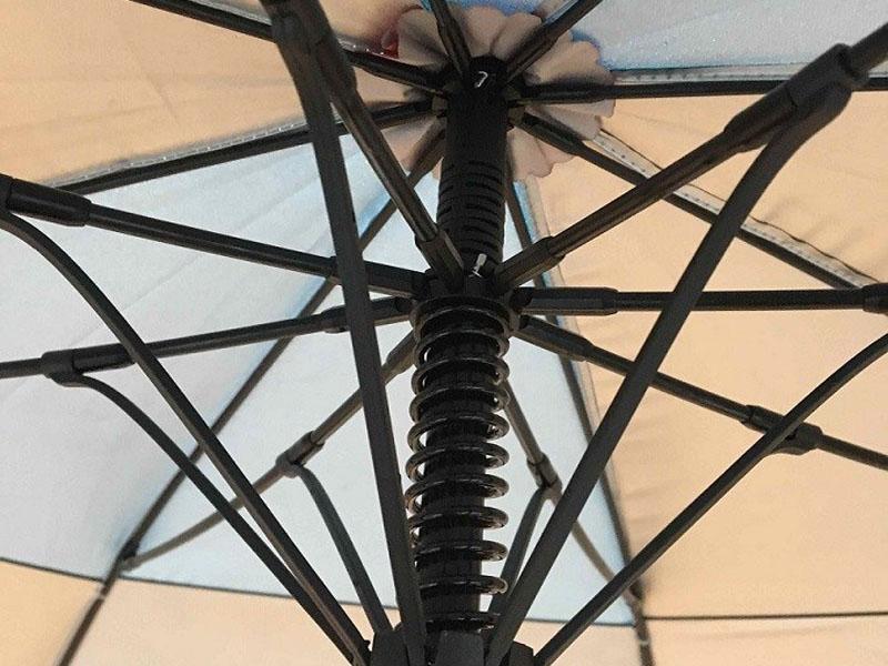 Khung ô dù golf chắc chắn hơn rất nhiều so với các loại ô dù che thông thường