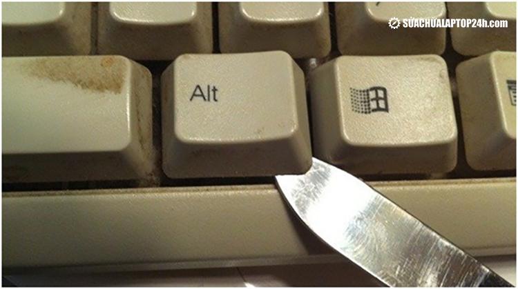 Tháo rời phím cần sự tỉ mỉ và cẩn thận