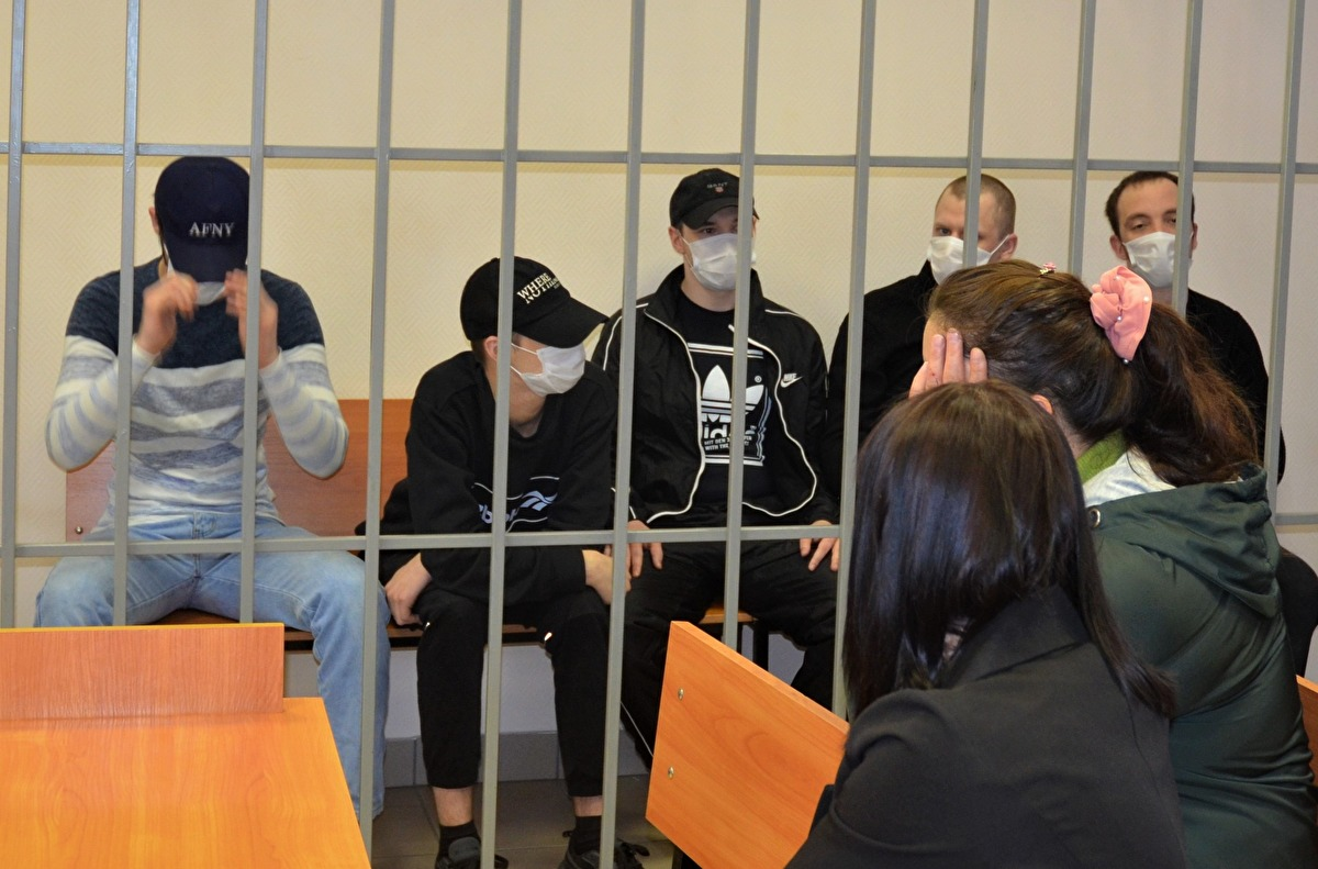 Суд над «советскими». Их лидер, 23-летний Вадим Бобров, — третий слева
