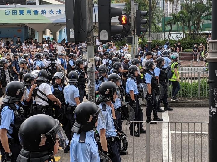 警察已经完全暴露自己身为保卫富豪资产的武装部队,并受到香港社会广泛唾弃。 //图片来源:Studio Incendo