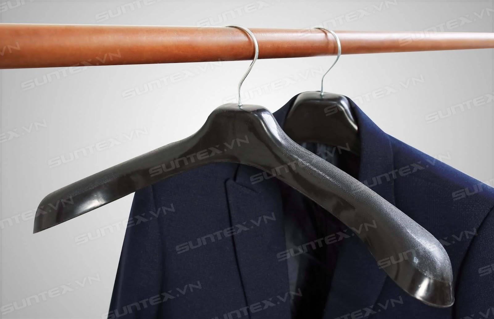 Tiêu chí lựa chọn móc treo quần áo shop thời trang