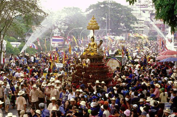 http://bangkokscoop.com/wp-content/uploads/2013/04/SONGKRAN.jpg