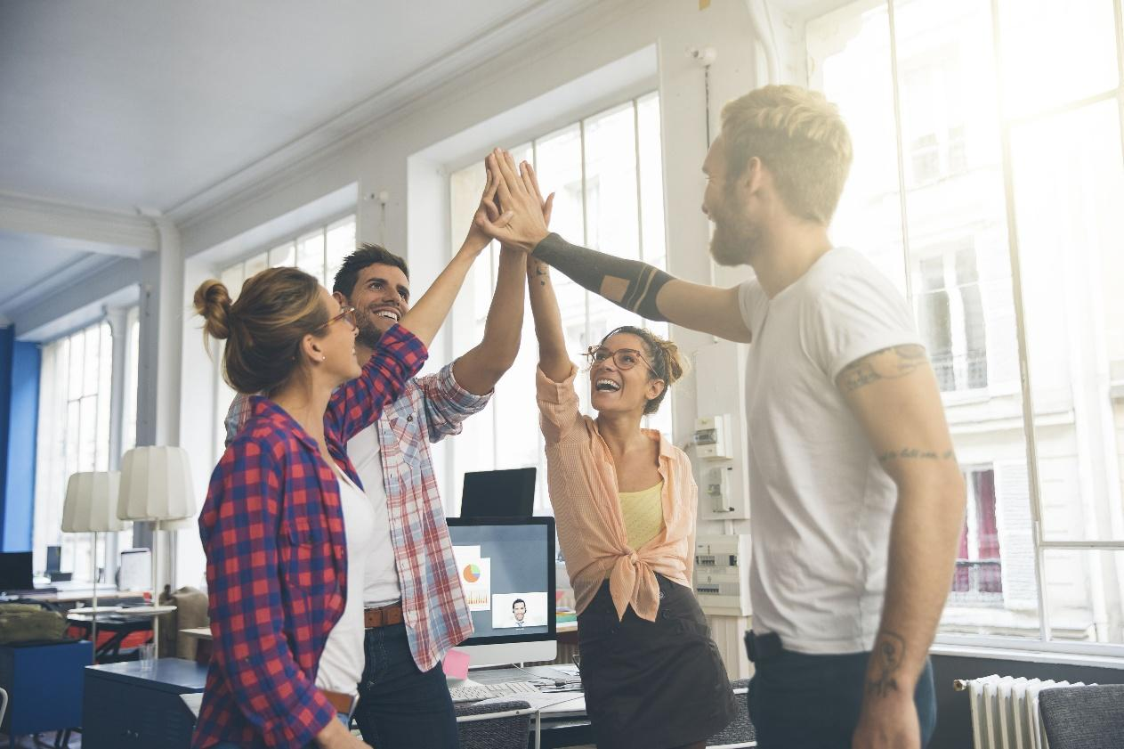 6. 6 Tips Bikin Karyawan Happy - Libatkan Banyak Orang