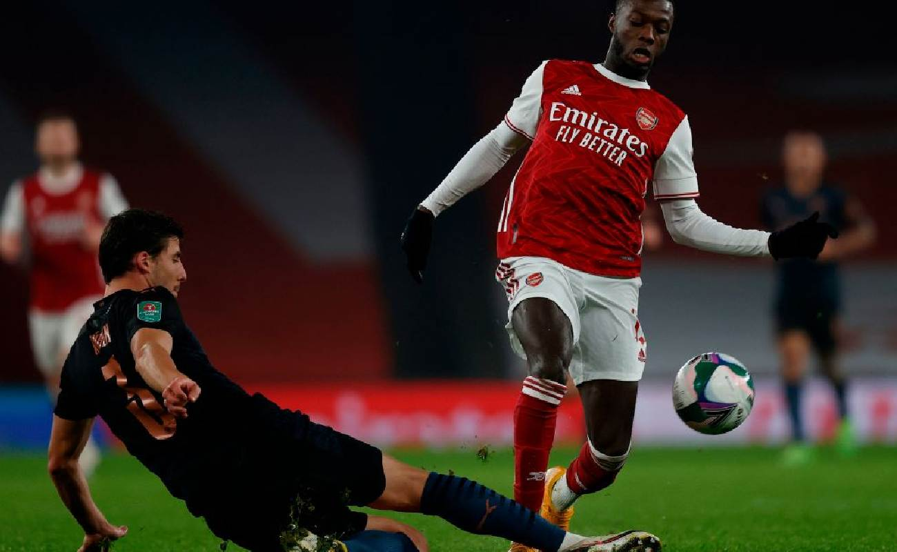 Ruben Dias of Manchester City tackles Nicolas Pépé of Arsenal - Photo by ADRIAN DENNIS/AFP via Getty Images
