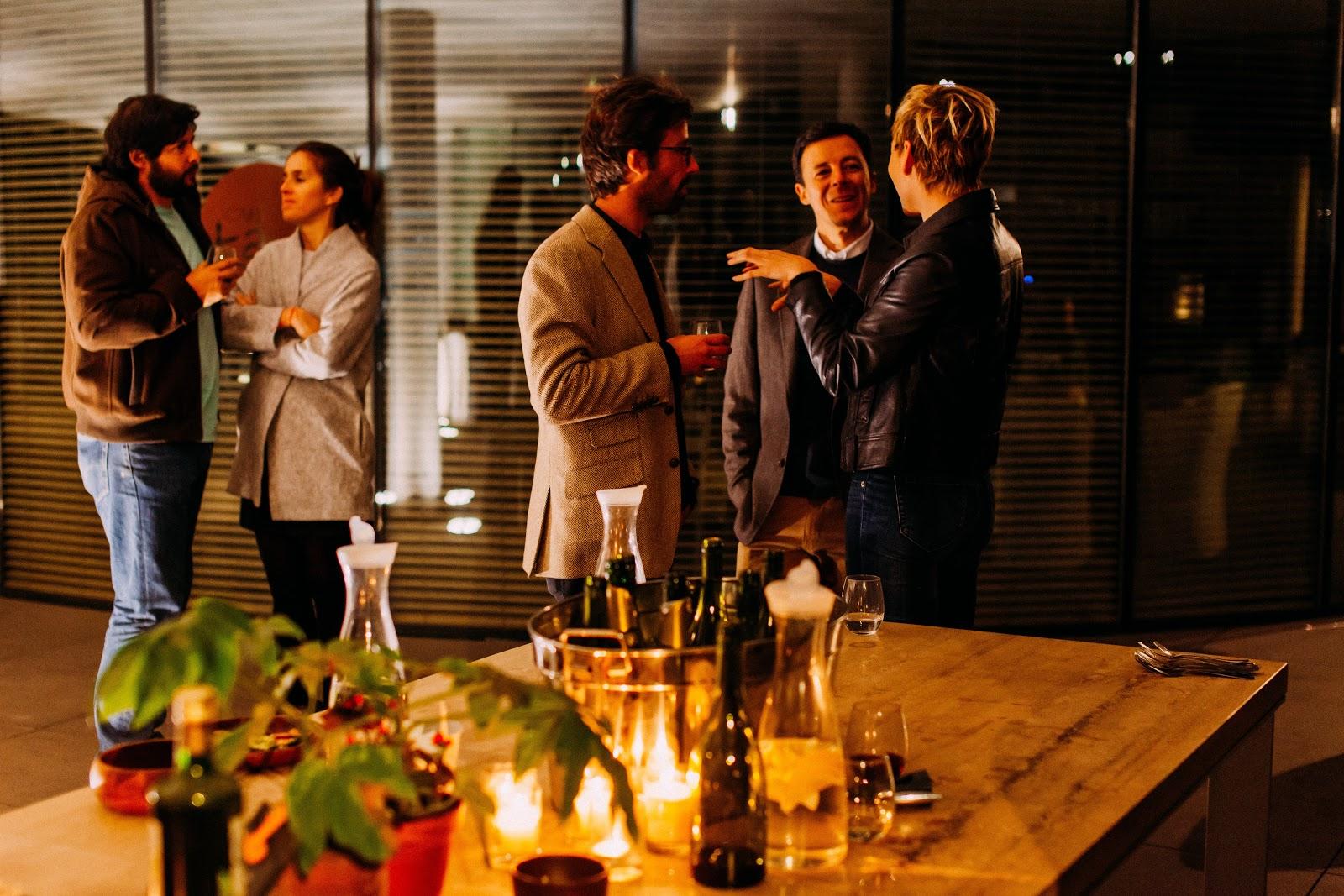 Pessoas em uma reunião social