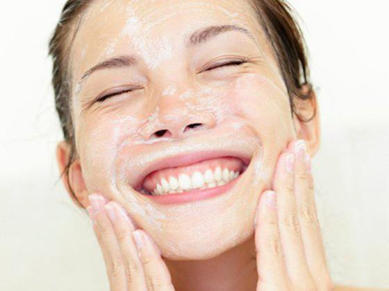 rửa mặt đúng cách ngừa mụn