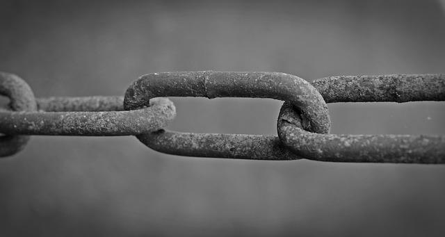 chain-1662735_640.jpg