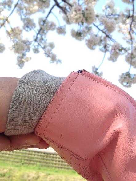 ピンクのライダース