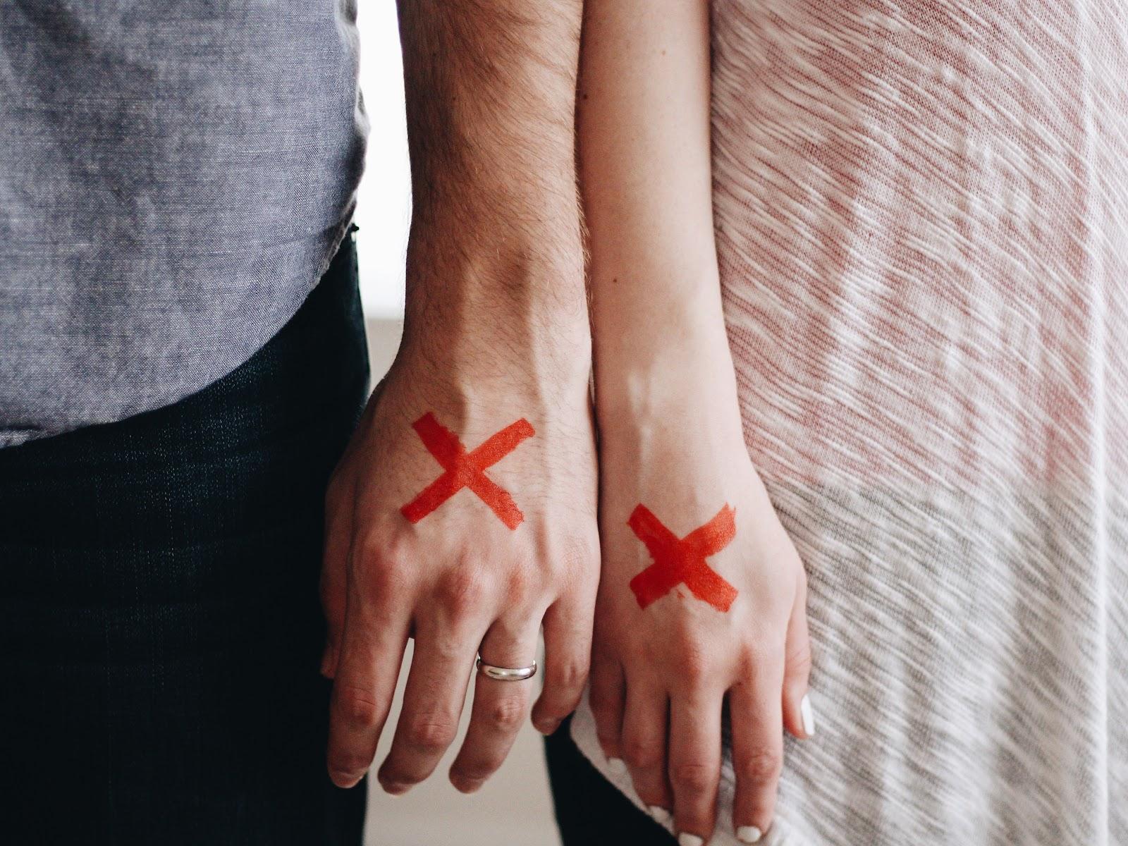 """Chiến thuật """"im lặng"""" sau khi chia tay có hữu dụng không?"""