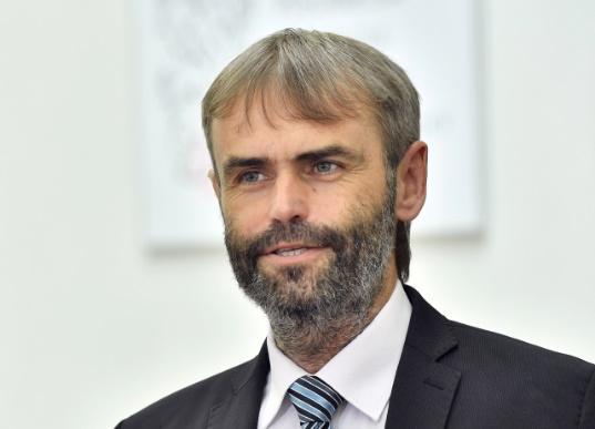 Vysoká hra Roberta Šlachty o post senátora – Forum24