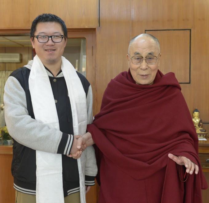 者易松楠与达赖喇嘛尊者在达兰萨拉行宫   2017年3月10日