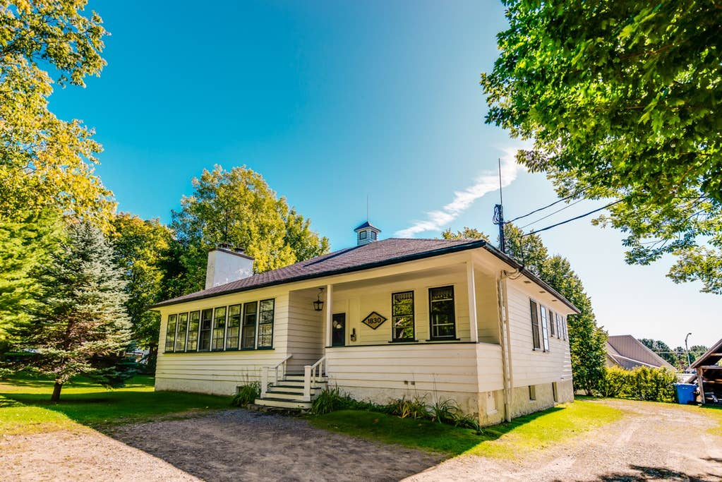 Cottages for rent with 6 bedrooms and more in Quebec #5