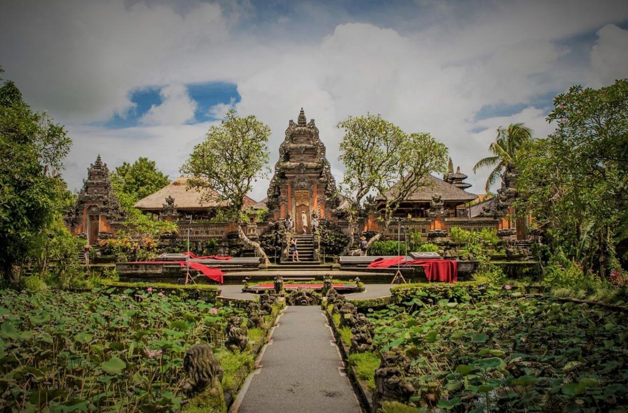 Best place to visit in ubud, saraswati temple