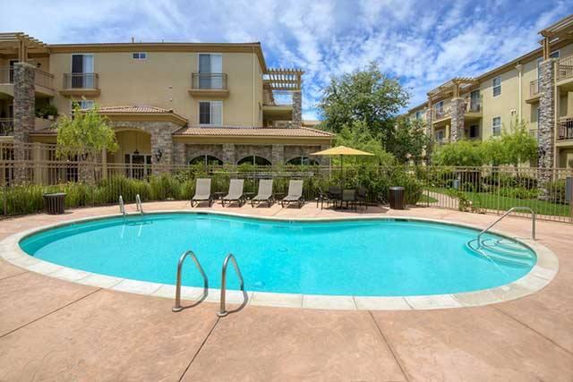 Avalon Thousand Oaks Plaza community pool