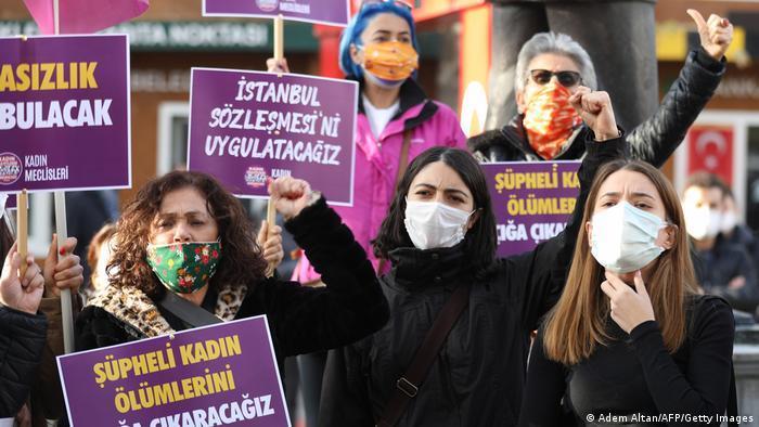 در استانبول و شهرهای دیگر مخالفان خروج از پیمان استانبول تظاهرات کردند