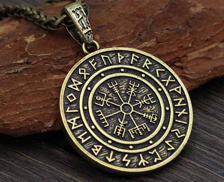 Bùa bình an Money Amulet mang lại tiền tài may mắn và sự thịnh vượng cho gia chủ.