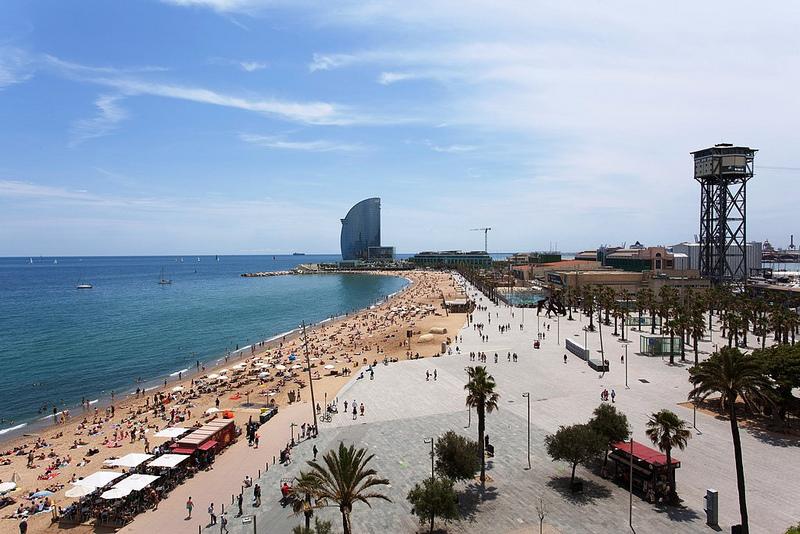 BarcelonetaBeach_01.jpg