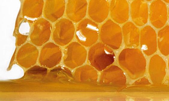 công thức trộn kem dưỡng trắng da mặt với sáp ong