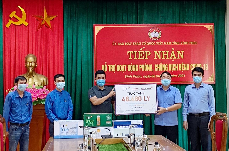 D:\\PHUONG\\2021\\Tháng 5\\Trao tang Vinh Phuc.jpg