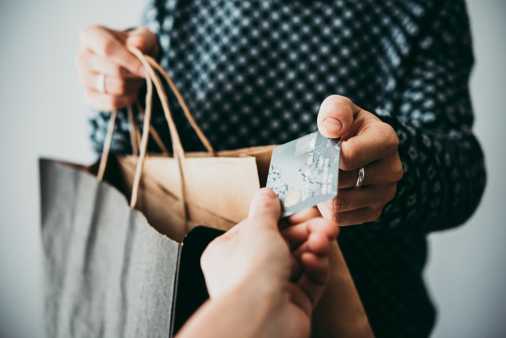 5 Drawbacks of Using Cash While Shopping No One Talks About